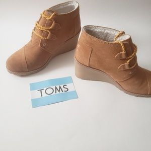 TOMS Desert Wedge Wheat Suede w/ Shearling